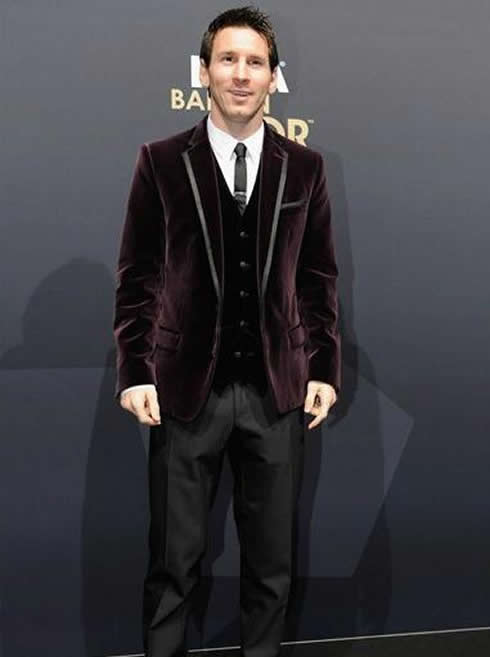 cristiano-ronaldo-422-lionel-messi-fashion-purple-suit-fifa-balon-dor-2011-2012-gala-ceremony